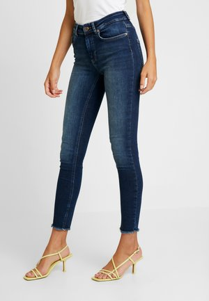ONLBLUSH RAW REA - Vaqueros pitillo - dark blue denim