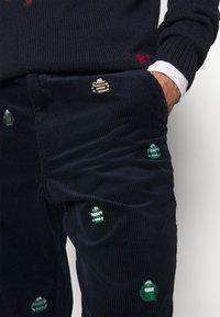 Polo Ralph Lauren - FLAT FRONT - Trousers - hunter navy - 4
