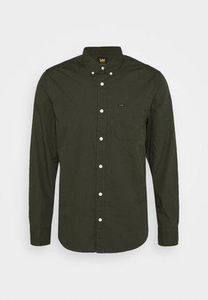 BUTTON DOWN - Shirt - serpico green