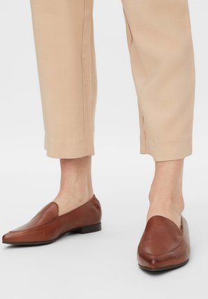 BIATRACY - Slip-ons - cognac
