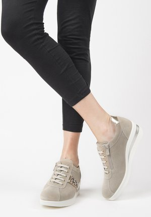 Trainers - ivory