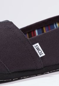 TOMS - Mocasines - black - 5