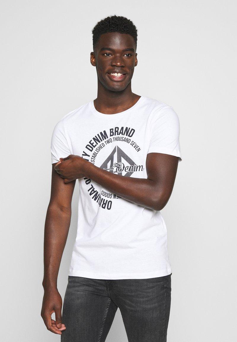 TOM TAILOR DENIM - WITH COINPRINT - T-shirt med print - white