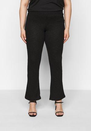 PCSKYWEN FLARED PANT - Kalhoty - black