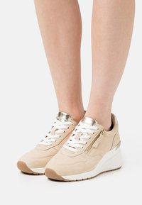 Tamaris - Sneakers laag - beige - 0
