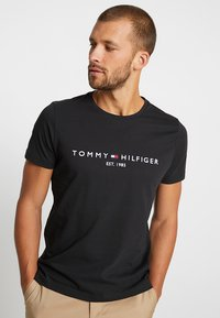 Tommy Hilfiger - LOGO TEE - T-shirts print - blue - 0