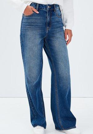 MIT HOHEM BUND - Bootcut jeans - denim stone