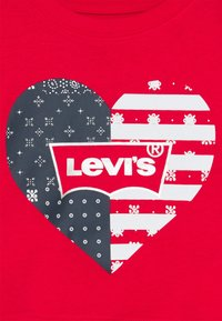 Levi's® - HIGH RISE TEE - Print T-shirt - super red - 2