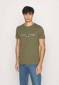 Tommy Hilfiger - LOGO TEE - Print T-shirt - green - 0