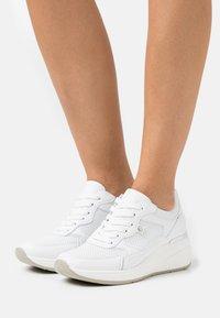 Tata Italia - UNIVERSO - Zapatillas - white - 0
