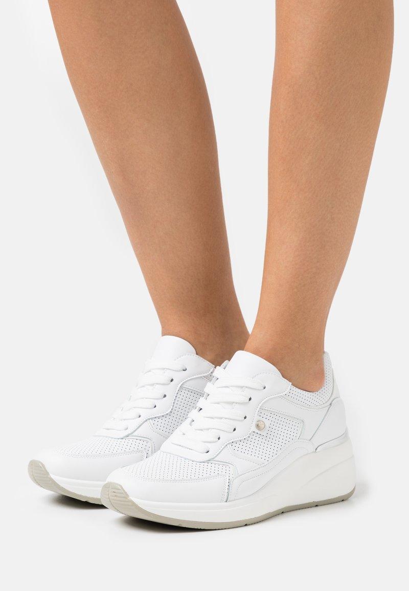 Tata Italia - UNIVERSO - Zapatillas - white