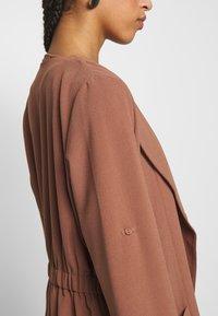 Pieces - PCKORNELIA  - Krátký kabát - copper brown - 5