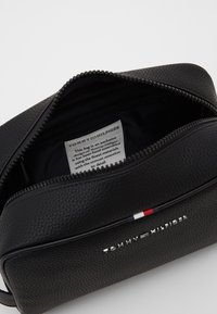 Tommy Hilfiger - ESSENTIAL WASHBAG - Wash bag - black - 2