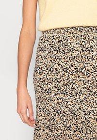 Moss Copenhagen - MABEA SKIRT - A-line skirt - black flower - 4