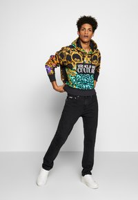 Versace Jeans Couture - MILANO JUNGLE BACK POCKET - Slim fit jeans - black - 1