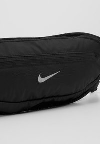 Nike Performance - LARGE CAPACITY GRAPHIC WAISTPACK 2.0 UNISEX - Bum bag - black/silver - 7