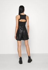 Miss Selfridge - TIE WAIST - Shorts - black - 2