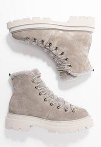 Kennel + Schmenger - BOBBY - Platform ankle boots - ombra/nature - 3