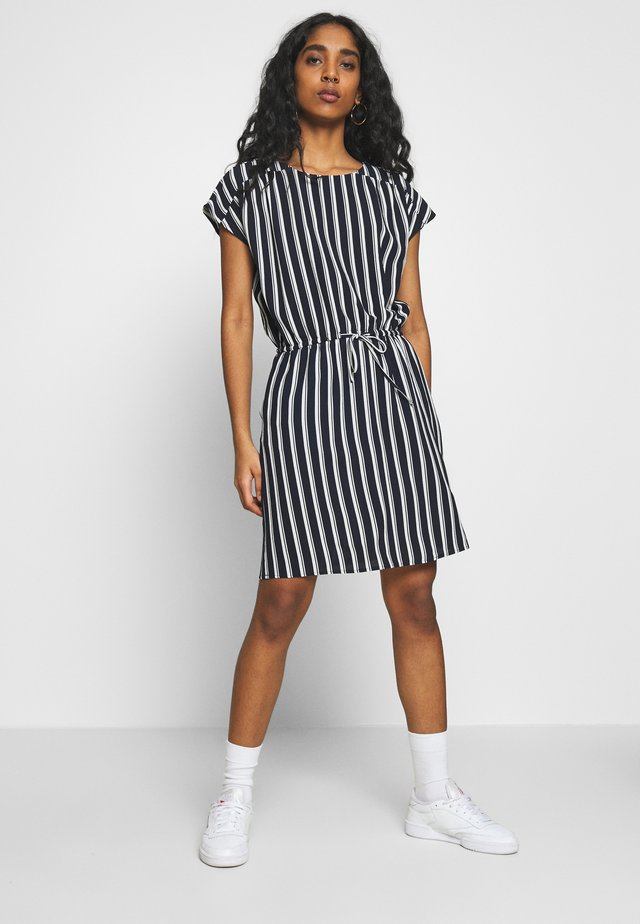 VMSASHA BALI SHORT DRESS - Vapaa-ajan mekko - navy blazer/coco