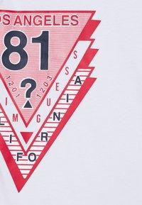Guess - JUNIOR - T-shirt print - true white - 2