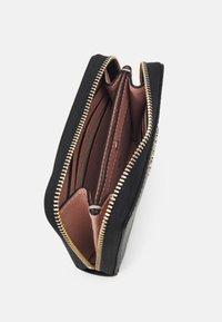 kate spade new york - ZIP CARD CASE - Peněženka - black - 2