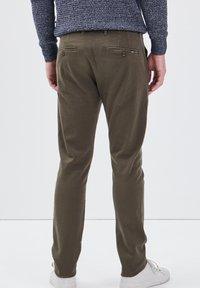 BONOBO Jeans - UMWELTFREUNDLICHE - Chinos - vert kaki - 2