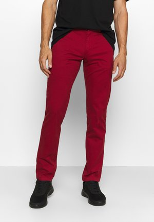 DENTON - Chinos - regatta red