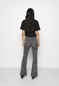 ONLY - ONLLIVE LOVE FLARED PANTS - Leggings - Trousers - dark grey - 2