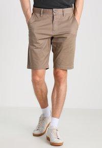 Volcom - FRICKIN MODERN - Shorts - khaki - 0