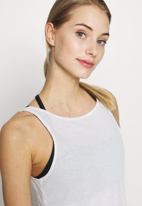 Nike Performance - YOGA RUCHE TANK - Funktionsshirt - summit white - 4