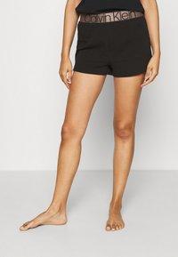 Calvin Klein Underwear - ICONIC LOUNGE SLEEP - Pyjamahousut/-shortsit - black - 0