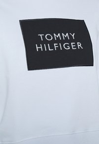 Tommy Hilfiger - RELAXED BOX  - Sweatshirt - breezy blue - 4