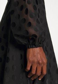 Guess - BERTHA - Długa sukienka - jet black - 5