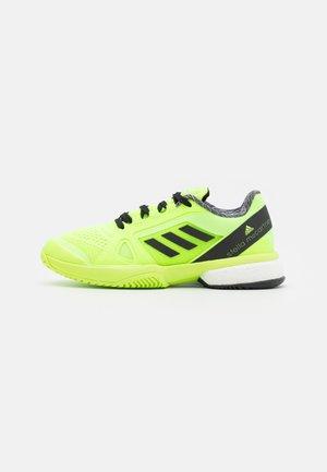 STELLA COURT - Scarpe da tennis per tutte le superfici - signal green/core black/footwear white