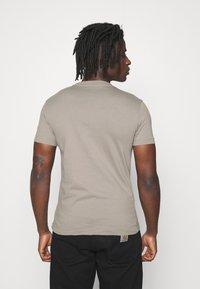 Calvin Klein Jeans - SLIM TEE 3 PACK - Jednoduché triko - olive/black/grey - 4