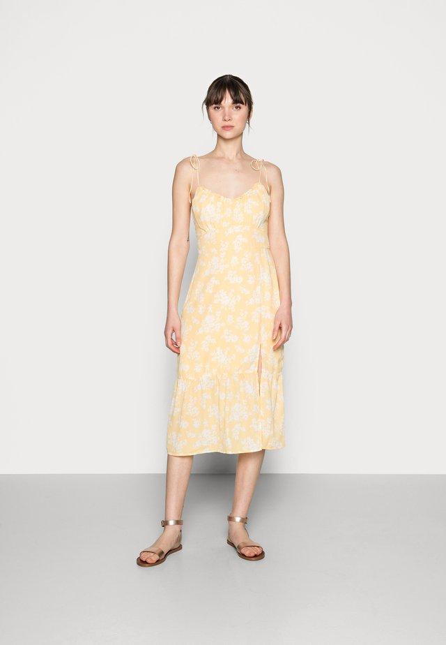 SMOCKED BODICE MIDI DRESS - Korte jurk - yellow