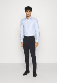 Calvin Klein Tailored - STRUCTURE EASY CARE SLIM - Formální košile - blue - 1