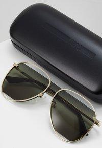 McQ Alexander McQueen - Solglasögon - gold-coloured/green - 2