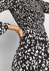 Who What Wear - THE SMOCKED MIDI DRESS - Day dress - black / white - 5