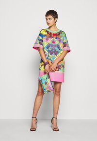 Versace Jeans Couture - Jerseykleid - rose wild orchid - 1