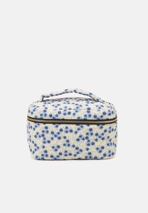 PCJIONA SQUARED WASH BAG - Wash bag - bright white/blue