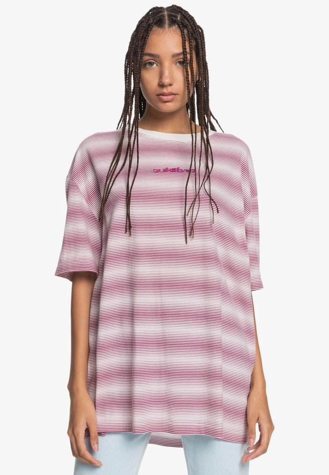 FAIR MOOD  - Print T-shirt - raspberry r boyfriend stripes
