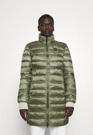 BASIC JACKET LONG STANDING NECK COLLAR - Krátký kabát - olive