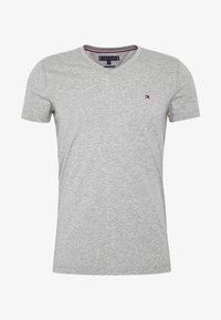 Tommy Hilfiger - STRETCH SLIM FIT VNECK TEE - T-shirt basic - grey - 4