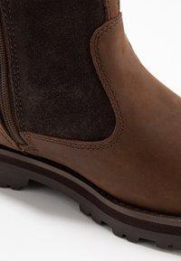 Timberland - COURMA KID WARM LINED BOOT - Korte laarzen - dark brown - 2