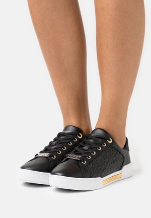 MONOGRAM ELEVATED - Sneakers laag - black