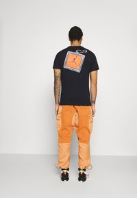 Jordan - KEYCHAIN CREW - T-shirt med print - black - 2