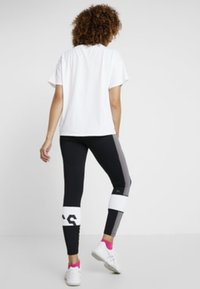 ASICS - COLOR BLOCK CROPPED  - Leggings - black/antracithe - 2