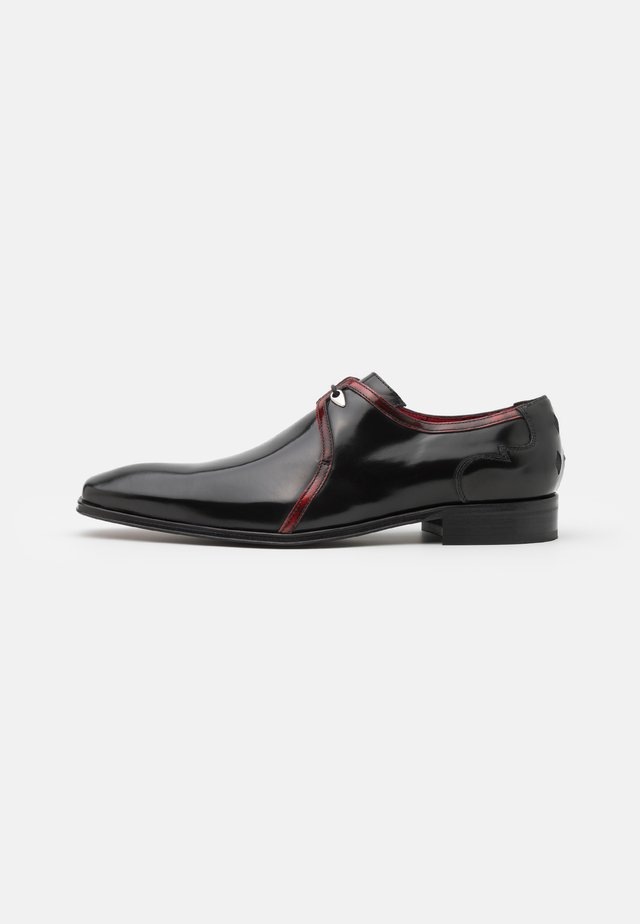 SCARFACE PLAIN DERBY CONTRAST - Snøresko - college black/college red
