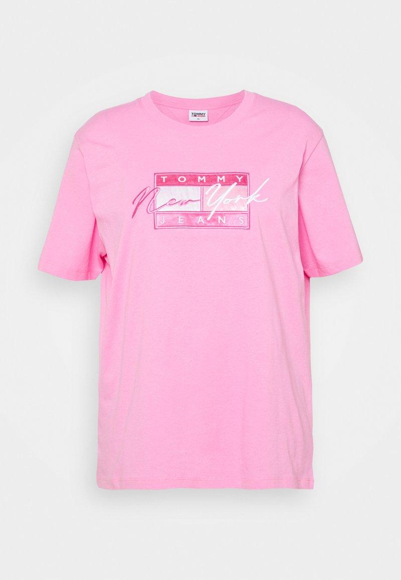 Tommy Jeans Curve - FLAG TEE - Camiseta estampada - pink daisy